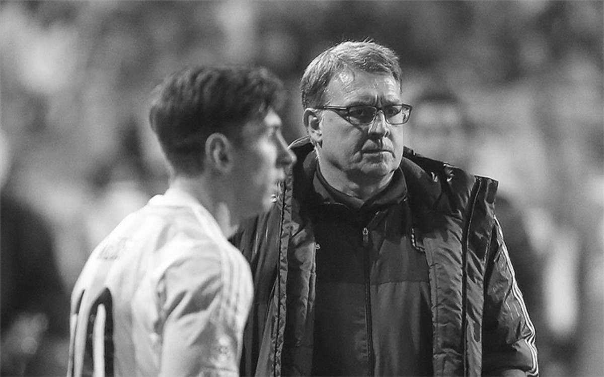 https://fulboblog.files.wordpress.com/2016/07/tata-martino-tendra-messi-los-juegos-1462263065204.jpg